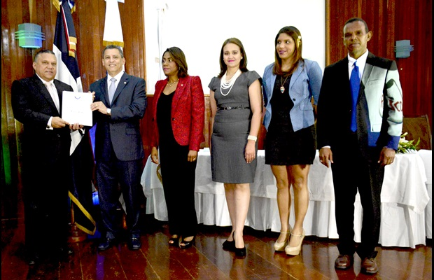 DOMINICAN REPUBLIC: four private companies and three public institutions that supported the initiatives and programmes aimed at facilitating and ensuring the security of the logistics supply chain, including the application of best practices in the private management of foreign trade, were awarded a WCO Certificate of Merit on the occasion of ICD 2015. In addition, 13 Customs officers who made their best efforts to effectively facilitate trade and enforce Customs' standards and procedures were also honoured.