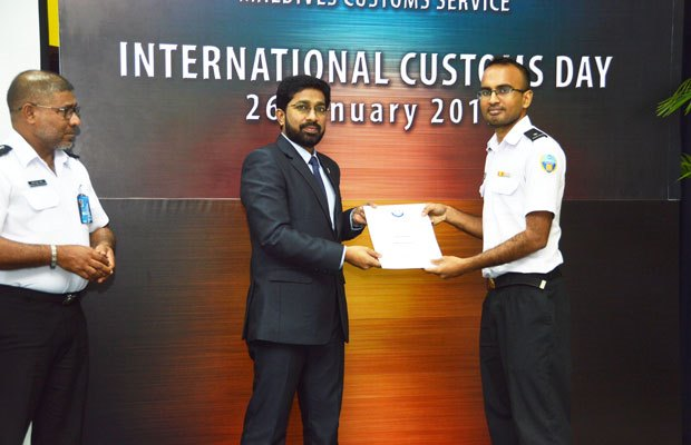 "MALDIVES: Minister of Home Affairs Hon. Azleen Ahmed presenting a WCO Certificate of Merit to Chief Customs officer Mr. Ali Zubair for exceptional services rendered to the theme ""Data Analysis for Effective Border Management"