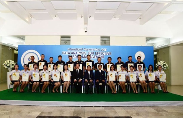 "THAILAND: Thai Customs awarded WCO Certificates of Merit to outstanding Customs officials who played a key role in the field of ""Data Analysis for Effective Border Management""."
