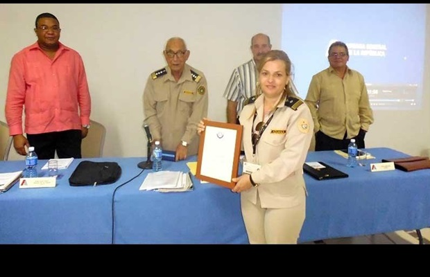 CUBA : The Head of the General Customs, Mr. Pedro Miguel Pérez Betancourt, took the opportunity, during the celebration of ICD 2018, to reward several Customs officers for their contribution to the theme