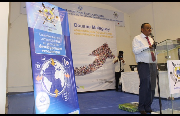 "MADAGASCAR : During the ICD 2018 celebration, sponsored by the Minister of Finance and Budget, some 20 Customs officials and representatives of the private and public sectors were rewarded for their outstanding work towards the annual theme ""A secure business environment for economic development."" The event also provided the ideal opportunity to officially launch the ""ASYCUDA World System."" The Director General of Customs, the Regional Coordinator of UNCTAD, and high-level local dignitaries from the public and private sector delivered speeches on the occasion."