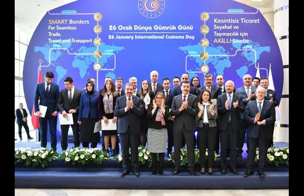 TURKEY : The Minister of Trade with Customs personnel who received WCO Certificates of Merit in honour of ICD 2019, at the premises of the Ministry of Trade in Turkey.