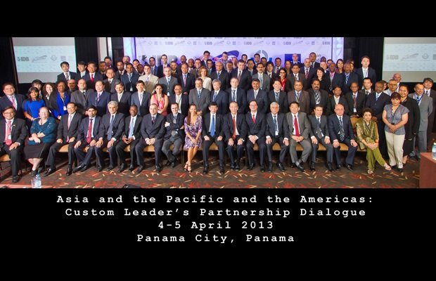 The Secretary General of the WCO, Kunio Mikuriya, with delegates attending the Asia and the Pacific and the Americas Customs Leaders' Partnership Dialogue