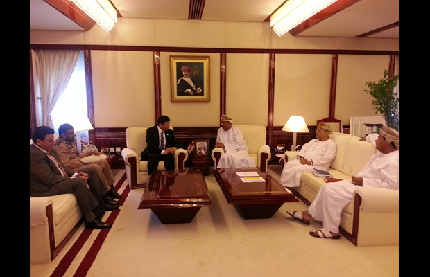 WCO Secretary General Kunio Mikuriya welcomed by the Minister responsible for Financial Affairs, Mr. Darweesh bin Isma'eel Al Balushi, in Muscat, Oman