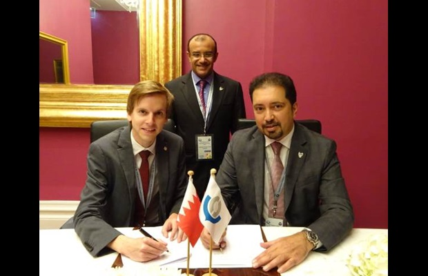 Mr. Hans Pieters, WCO Head of Administration,  and Mr. Ahmed Al Khalifa, President of Bahrain Customs during the signature of the Agreement concerning the Arabic translation of the Revenue Package documentation