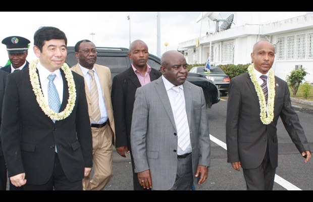 The Secretary General of the WCO, Kunio Mikuriya, on a visit to the Comoros, in the company of the Governor of the autonomous island of Ngazidja, Mouigni Baraka Said Soilihi, and the Director General of Customs, Ali Hamissi Moussa Mohamed