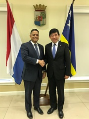 WCO Secretary General meeting the Prime Minister of Curaçao, Mr. Eugene Rugghenaath