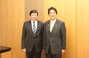 The Prime Minister of Japan, H.E. Shinzo Abe, receives the Secretary General of the WCO, Kunio Mikuriya