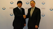 WCO Secretary General Kunio Mikuriya and OiE Director General Bernard Vallat during their bilateral meeting on 15 January 2015