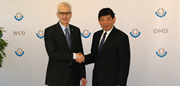 The Secretary General of the World Customs Organization (WCO), Kunio Mikuriya, and the Secretary General of INTERPOL, Jurgen Stock, met at the WCO Headquarters on 12 January 2016 to advance and enhance coordination and mutual cooperation in fighting transnational organized crime.