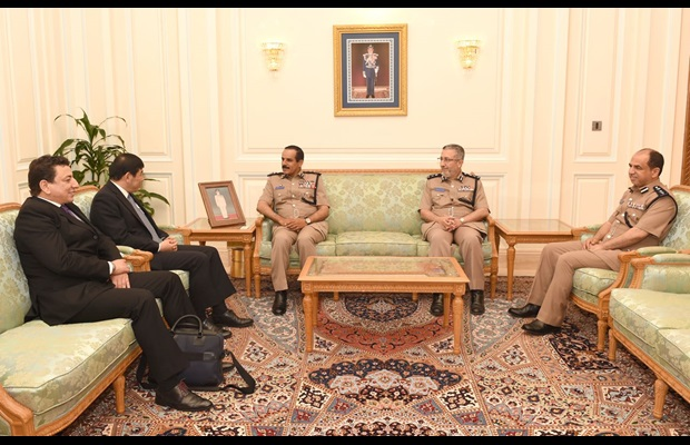 Dr. Mikuriya meets the Inspector General of Royal Oman Police and Customs and his management team
