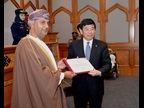 Dr. Mikuriya presents a WCO Certificate of Merit to Dr. Ali Bin Masoud Al Sunaidy, Minister of Commerce and Industry, in recognition of his close cooperation with and support for Customs.