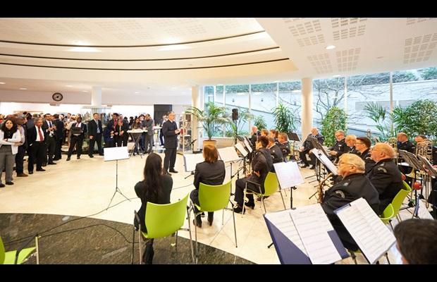 Guests being entertained by the Luxembourg Customs orchestra