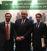 """From left to right: WCO Deputy Secretary General Sergio Mujica with the Commissioner of United States Customs and Border Protection (US CBP), Thomas Winkowski, and Director General of Mexican Customs, Alejandro Chacón (left to right)."""