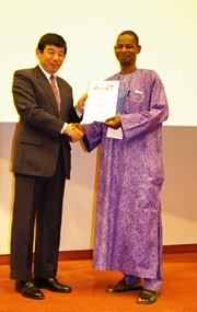 Secretary General Kunio Mikuriya presenting a Certificate of Attendance to Mr. Ibrahim Maikarfi , Nigerian Customs Attaché based in Brussels.