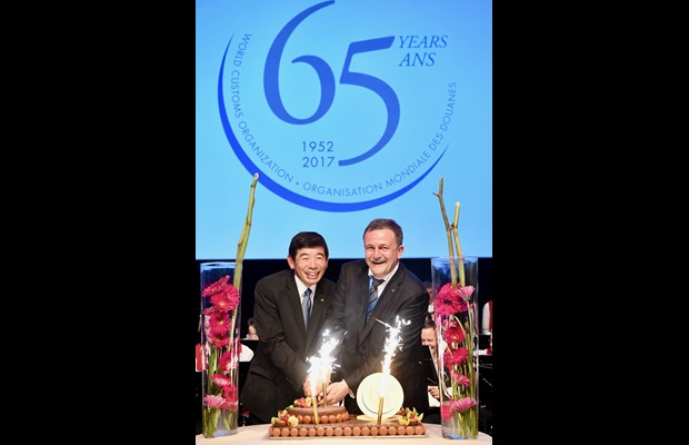 WCO Secretary General Kunio Mikuriya and Chairperson of the WCO Council Ruslan Davydov cutting the cake at the celebration of the WCO's 65th Anniversary