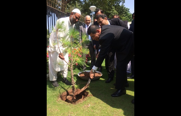 Tree planting by the WCO Secretary General in front of the FBR Headquarters in commemoration of his visit