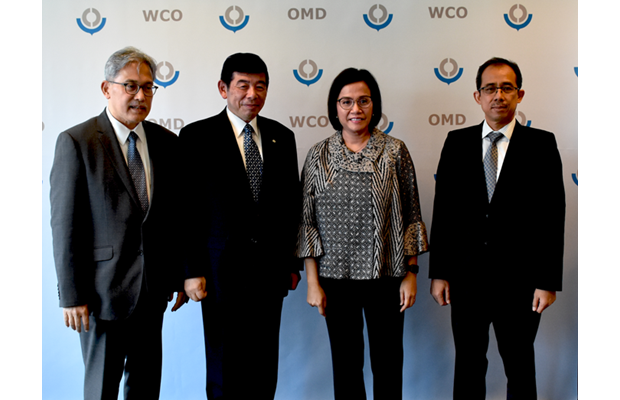 From left to right: Indonesian Ambassador in Brussels, Mr. Yuri Thamrin, WCO Secretary General Kunio Mikuriya, Indonesian Finance Minister Sri Mulyani Indrawati and Director General of Customs and Excise, Mr. Heru Pambudi