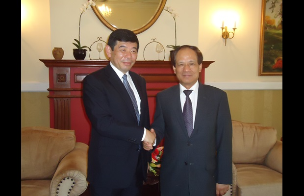 The WCO Secretary General, Mr. Kunio Mikuriya, with the ASEAN Secretary General, Mr. Le Luong Minh