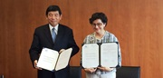 WCO Secretary General Kunio Mikuriya and ITC Executive Director Arancha González at the MOU signing ceremony