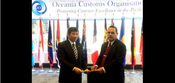 Honourable Natan Teewe, Minister of Justice of Kiribati, presenting Dr. Mikuriya with his country's instrument of accession to the Revised Kyoto Convention