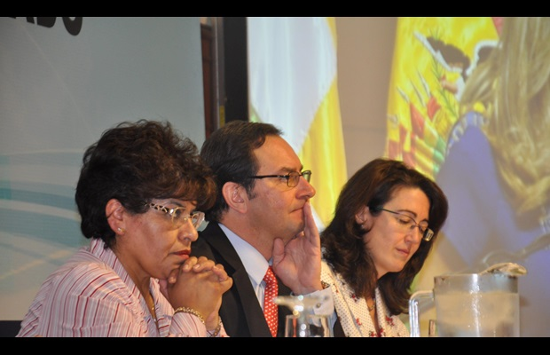 From left to right: Ms. Marlene Ardaya, Director General of Bolivia Customs, Mr. Sergio Mujica, WCO Deputy Secretary General, and Ms. Sandra Corcuera, representative of the Inter-American Development Bank.