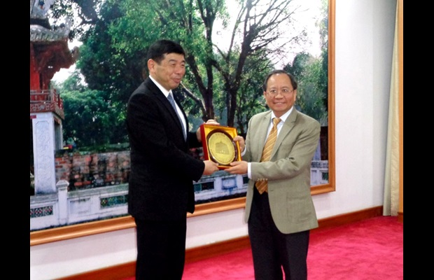WCO Secretary General Dr. Mikuriya and H.E. Vice-Minister of Finance of Vietnam Mr. Do Hoang Anh Tuan