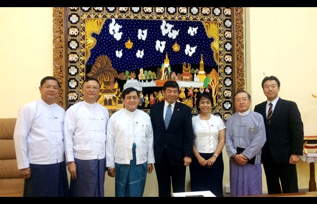 Deputy Minister for Planning and Finance Mr. U Maung Maung Win (third from left), WCO Secretary General Dr. Kunio Mikuriya (fourth from left), and Director General of Myanmar Customs Mr. Kyaw Htin (second from left)