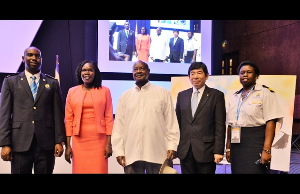 From left to right: Mr. Dicksons C. Kateshumbwa, Commissioner of Customs, Uganda Revenue Authority (URA); Hon. Anite Evelyn, State Minister for Privatization and Investment, Uganda; H.E. Yoweri Kaguta Museveni, President of Uganda; Dr. Kunio Mikuriya, WCO Secretary General; Ms. Doris Akol, URA Commissioner General