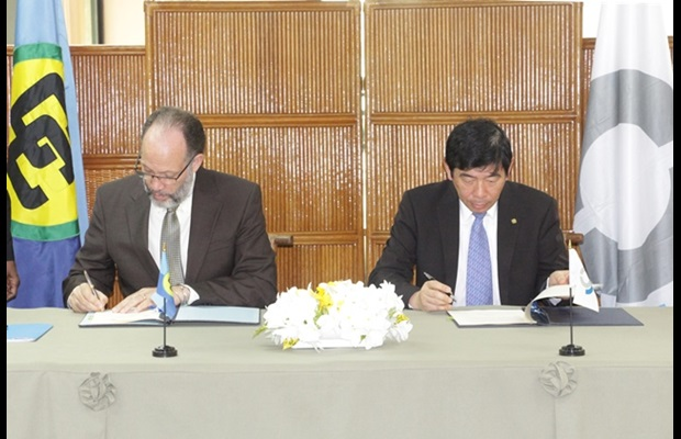 Ambassador LaRoque and WCO Secretary General Kunio Mikuriya signing the MOU between the two organizations