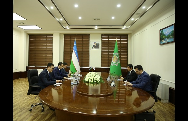 During his visit, WCO Secretary General Mikuriya met with the Chairman of State Customs Committee, Mr. Murotjon Azimov, to discuss progress in Customs reform