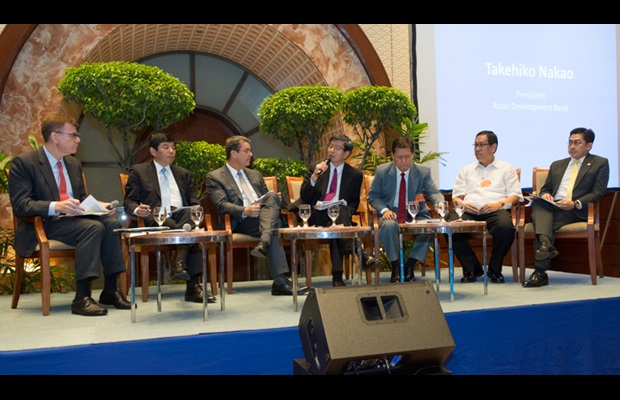 Photo (from left to right): ADB Vice President Stephen Groff, Secretary General Kunio Mikuriya, WTO Director General Roberto Azevêdo, ADB President Takehiko Nakao, and representatives of the Philippines business community
