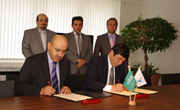 Memorandum of Understanding signature by Dr. Kunio Mikuriya, WCO Secretary General, and Dr. Hamad S. AlQasoumi, Deputy Director General, Saudi Arabia Customs.