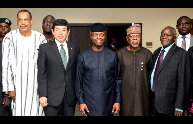 From left to right: WCO Secretary General Mikuriya, Acting President of Nigeria Hon. Yemi Osinbajo, Nigeria Customs Service Comptroller-General Col. Hameed Ibrahim Ali (Rtd), and Commissioner General for Zimbabwe Revenue Authority and Chair of the AUSCDGC Mr. Happias Kuzvinzwa