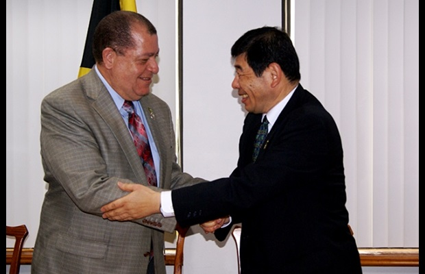 Dr. Mikuriya and Hon. Audley Shaw, Minister of Finance and the Public Service, during a courtesy visit at the Finance Ministry (photo: ©Jamaica Information Service http://jis.gov.jm/jamaica-lauded-customs-processes-used-model-caribbean-countries-international-body/)