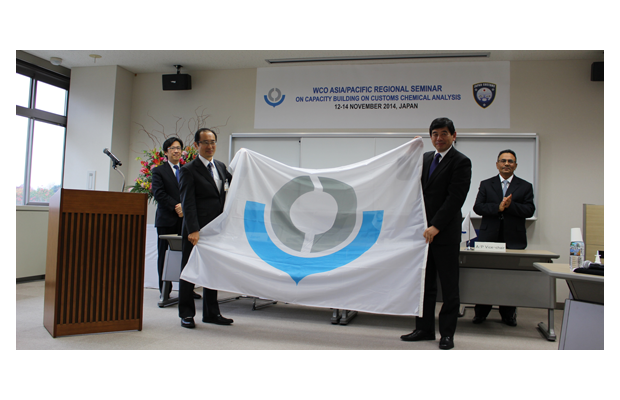 From left to right: Mr. Yutaka Miyauchi, Director General of Japan Customs and Tariff Bureau; Mr. Kiyoaki Yamada, Director General of the Central Customs Laboratory; Mr. Kunio Mikuriya, WCO Secretary General; Mr. Dato' Khazali Ahmad, Director General of the Royal Malaysian Customs Department and WCO Vice-Chair for the Asia/Pacific region