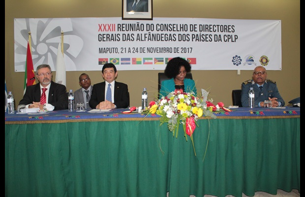 From left to right: Secretary General of the Conference Francisco Curinha, WCO Secretary General Kunio Mikuriya, President of the Mozambique Revenue Authority Amelia Nakhare, and Director General of Mozambique Customs Aly Malla
