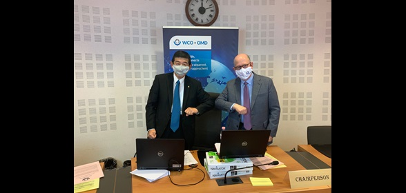 After the keynote speech was made by Secretary General Dr. Mikuriya (left), the conference moved on to the first session moderated by Mr. Brendan O'Hearn (right)