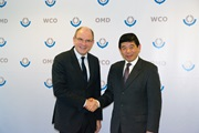 Secretary General, Kunio Mikuriya, with the Belgian Minister of Finance, Koen Geens, during his visit to the WCO Headquarters on 29 October 2013