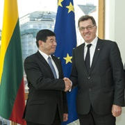Secretary General Mikuriya with the Prime Minister of the Republic of Lithuania, Mr. Algirdas Butkevicius, on 25 October, in Vilnius