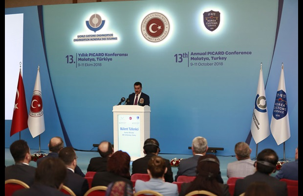 Former Minister of Customs and Trade Tüfenkci during his welcoming remarks