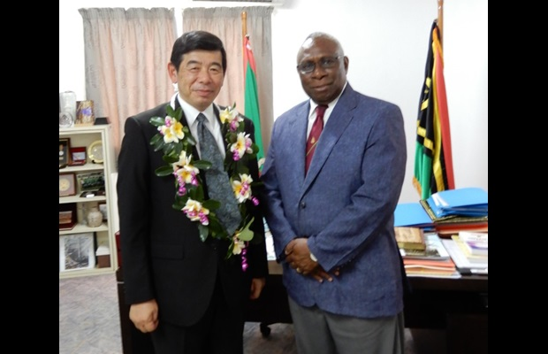 In the capital city of Port Vila, Secretary General Mikuriya was received by H.E. Pastor Obed Moses Tallis, President of Vanuatu