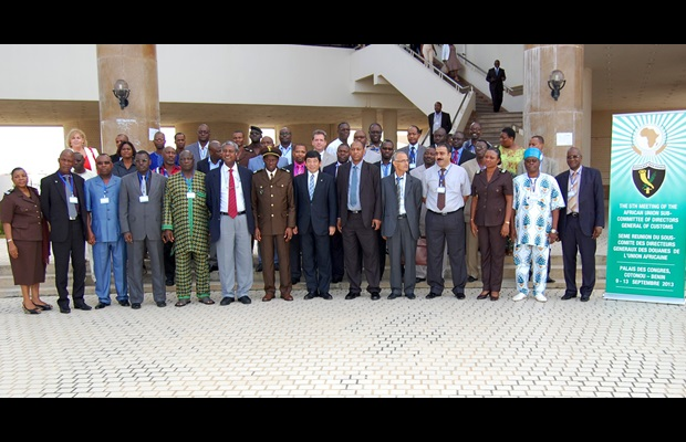 The WCO Secretary General, Kunio Mikuriya, with the Director General of Benin Customs, Mr. Paul Lafia Tabé (to his right), the Head of the Customs Cooperation Division, Department of Trade and Industry, African Union Commission, Mr. Jean Noël François (next right), and participants at the 5th Meeting of the African Union Sub-Committee of Directors General of Customs in Cotonou, Benin