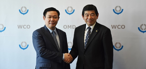 Secretary General Kunio Mikuriya and the Deputy Prime Minister of Vietnam, H.E. Mr. Vuong Dinh Hue,  during their meeting, at WCO Headquarters