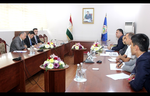 WCO Secretary General at a meeting with Mr. Khurshed Karimzoda, Director General of the Customs Service of Tajikistan, and his team