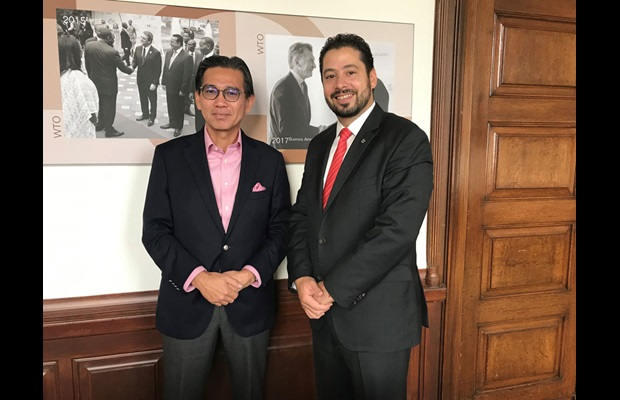 The WCO Deputy Secretary General, Mr. Ricardo Treviño Chapa, and Ambassador H.E. Tan Hung Seng, Permanent Representative of Singapore to the WTO and to the World Intellectual Property Organization (WIPO)