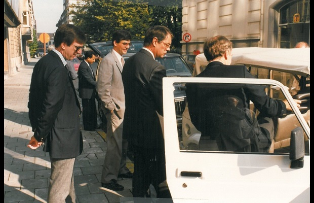Outdoor presentation of samples to the HSC (Sports Utility Vehicles, parked on the street in front of the WCO headquarters, rue de l'Industrie)