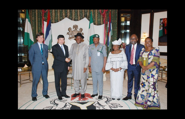 Secretary General Mikuriya with, directly to his left, the President of the Republic of Nigeria, Mr. Goodluck Jonathan, the Comptroller-General of the Nigeria Customs Service, Mr. Abdullahi Dikko Inde, the Minister of Finance, Ms. Ngozi Okonjo-Iweala, the Attorney General and Minister of Justice, Mr. Mohammed Bello Adokie, and the Minister of Foreign Affairs, Ms. Viola Onwuliri.