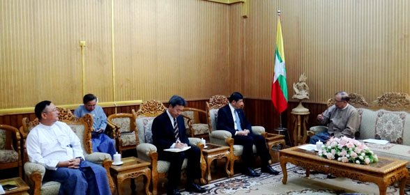 From right to left: Minister for Transport and Communication Mr. Thant Sin Maung, WCO Secretary General Dr. Kunio Mikuriya and Director General of Myanmar Customs Mr. Kyaw Htin